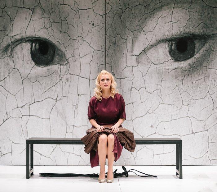 Οι εντυπωσιακές φωτογραφίες από την όπερα Έντα Γκάμπλερ - εικόνα 3