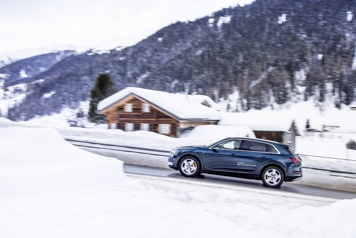 Ποιοι «κόβουν βόλτες» στο Davos με Audi e-tron