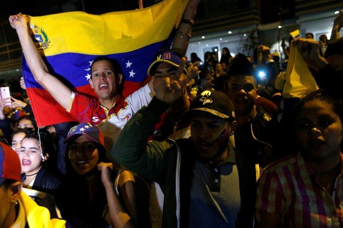 Η Βενεζουέλα διχάζει τη διεθνή κοινότητα