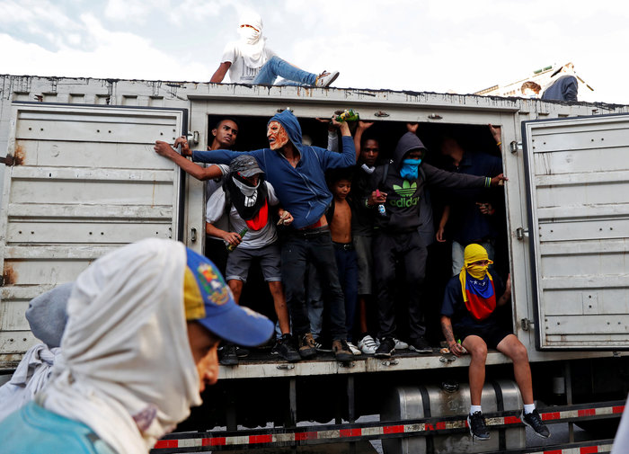 Oι ΗΠΑ απομακρύνουν τους αμερικανούς διπλωμάτες από τη Βενεζουέλα - εικόνα 2