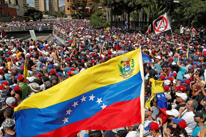 Oι ΗΠΑ απομακρύνουν τους αμερικανούς διπλωμάτες από τη Βενεζουέλα