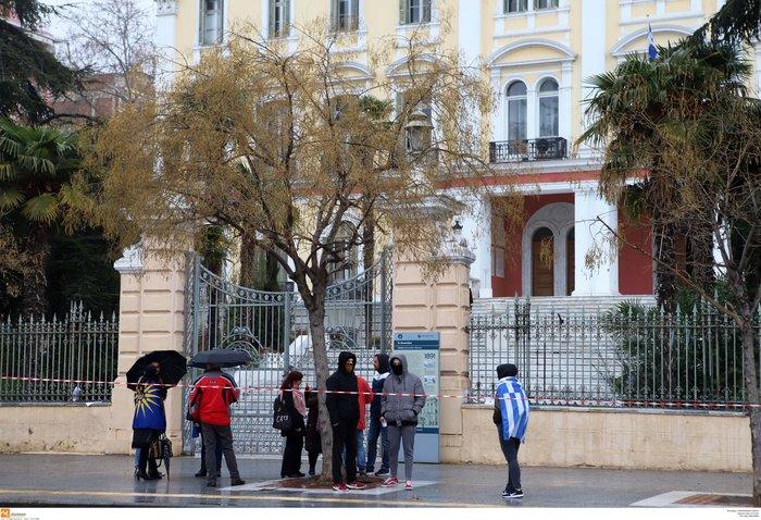 Μοίρασαν κηδειόχαρτα για τη Μακεδονία στη Θεσσαλονίκη [Εικόνες]