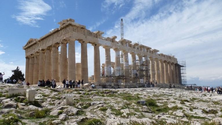 mia-monadiki-ksenagisi-sto-braxo-tis-akropolis