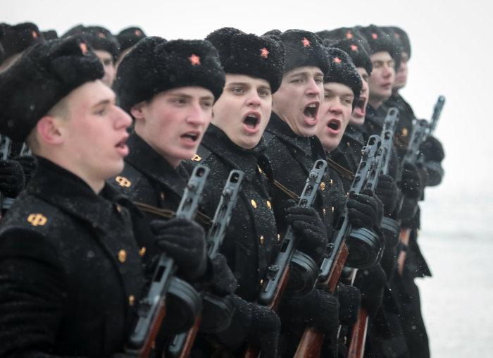 75 χρόνια από το τέλος της πολιορκίας του Λένινγκραντ- Η μεγάλη παρέλαση