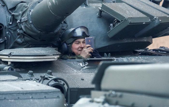 75 χρόνια από το τέλος της πολιορκίας του Λένινγκραντ- Η μεγάλη παρέλαση - εικόνα 4