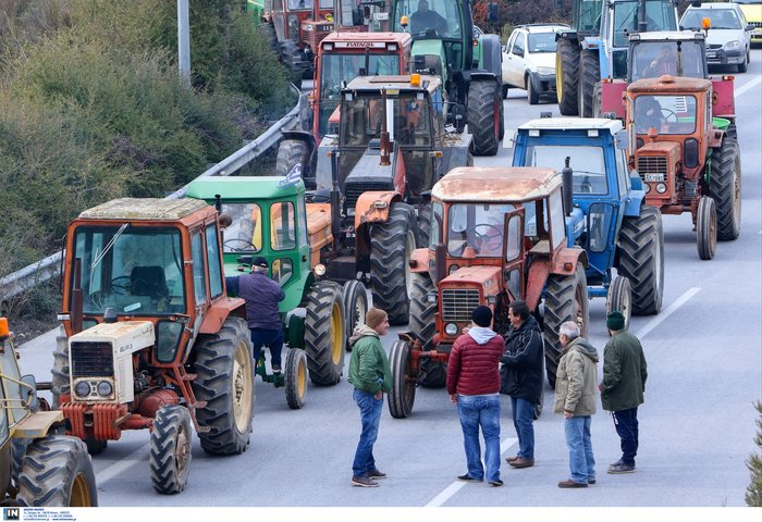 Αγροτικές κινητοποιήσεις: Έκλεισε η εθνική οδός στον κόμβο της Νίκαιας