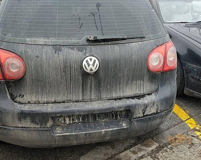 Θεσσαλονίκη: Μαθητές ξήλωσαν πινακίδες της πΓΔΜ από αυτοκίνητο (φωτό)