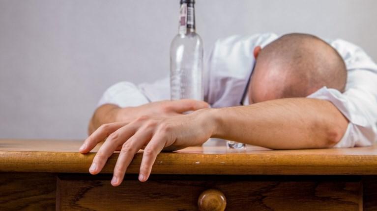 to-tsouzoun-oi-boulgaroi-600-ekat-eurw-etisiws-gia-alkool