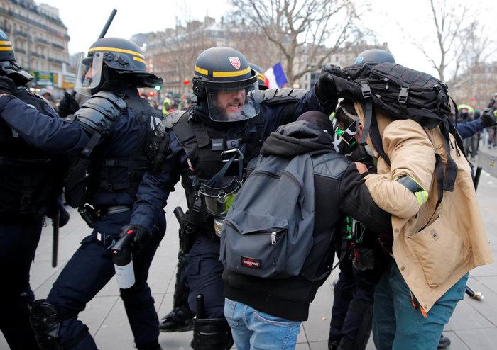 """Νέα επεισόδια με τα """"κίτρινα γιλέκα"""" στο Παρίσι (φωτό) - εικόνα 2"""