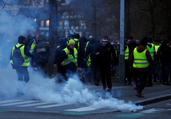 """Νέα επεισόδια με τα """"κίτρινα γιλέκα"""" στο Παρίσι (φωτό) - εικόνα 3"""