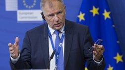 Ευρωπαίος Επίτροπος Υγείας κατά Πολάκη για το τσιγάρο: Είναι ντροπή