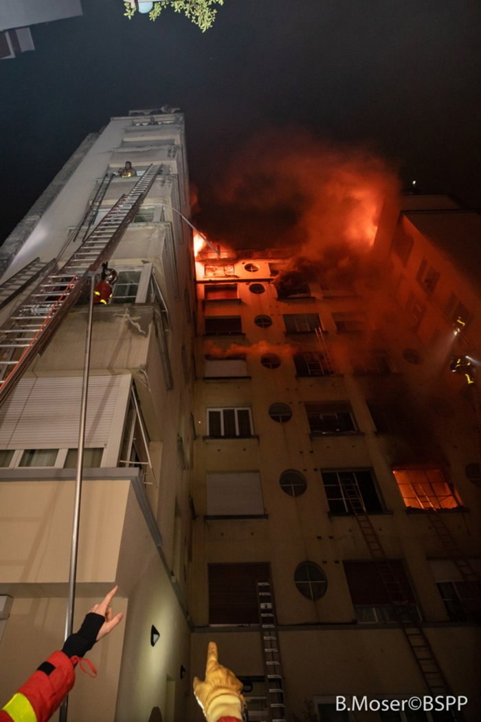 Τουλάχιστον 10 νεκροί από την πυρκαγιά στο Παρίσι