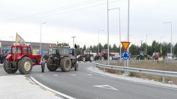 Απέκλεισαν τον κόμβο Πλατυκάμπου οι αγρότες από το μπλόκο της Νίκαιας - Vid