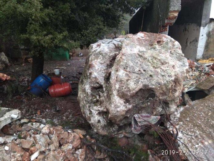 Πτώση βράχου 25 τόνων σε σπίτι στα Σφακιά