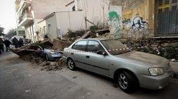 Έπεσε σπίτι στο κέντρο της Αθήνας - Καταπλακώθηκαν ΙΧ