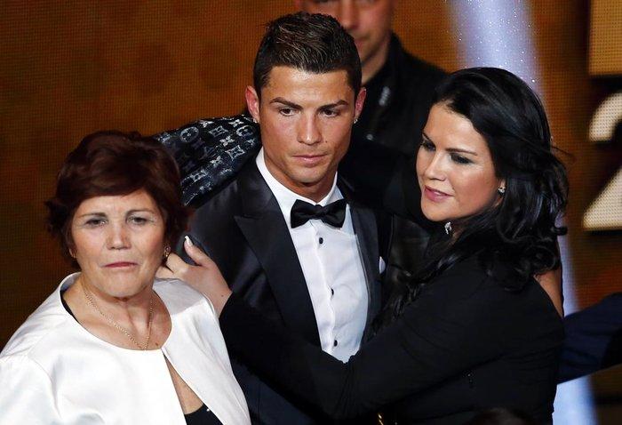 Ο Ρονάλντο με τη μητέρα του και την αδελφή τουReuters