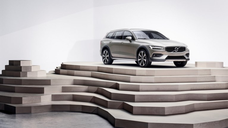 to-volvo-v60-cross-country-patise-ellada