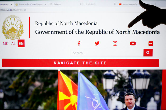 Βόρεια Μακεδονία: Αλλάζουν πινακίδες και διαβατήρια