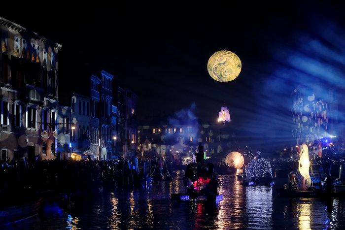 Εντυπωσιακές εικόνες από το καρναβάλι της Βενετίας - εικόνα 2