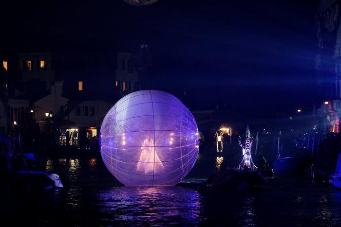 Εντυπωσιακές εικόνες από το καρναβάλι της Βενετίας - εικόνα 3