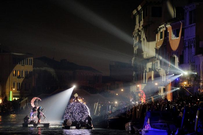 Εντυπωσιακές εικόνες από το καρναβάλι της Βενετίας - εικόνα 4