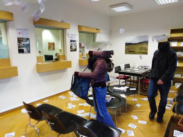 Έφοδος του Ρουβίκωνα στην ελβετική πρεσβεία στο Κολωνάκι, 10 προσαγωγές - εικόνα 2