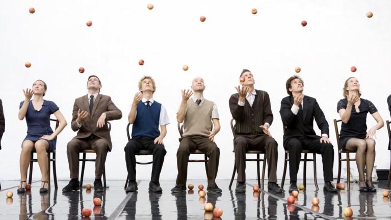 80 μήλα, 9 performers, σε μια αξέχαστη πρόσκληση σε τσάι