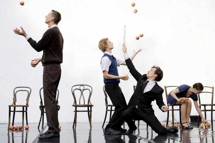 80 μήλα, 9 performers, σε μια αξέχαστη πρόσκληση σε τσάι - εικόνα 2