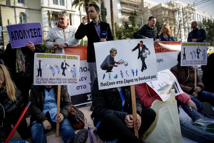 Καθιστική διαμαρτυρία στη Βουλή από καθαρίστριες του Δρομοκαΐτειου (φωτό) - εικόνα 2