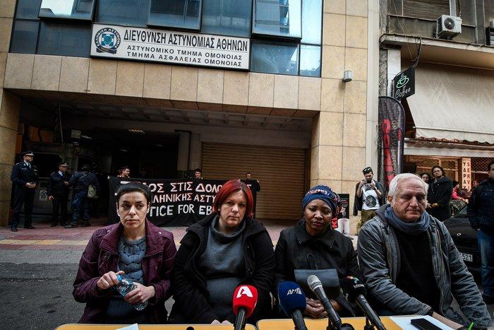 Συγκέντρωση διαμαρτυρίας για τον Εμπουκά έξω από το ΑΤ Ομονοίας