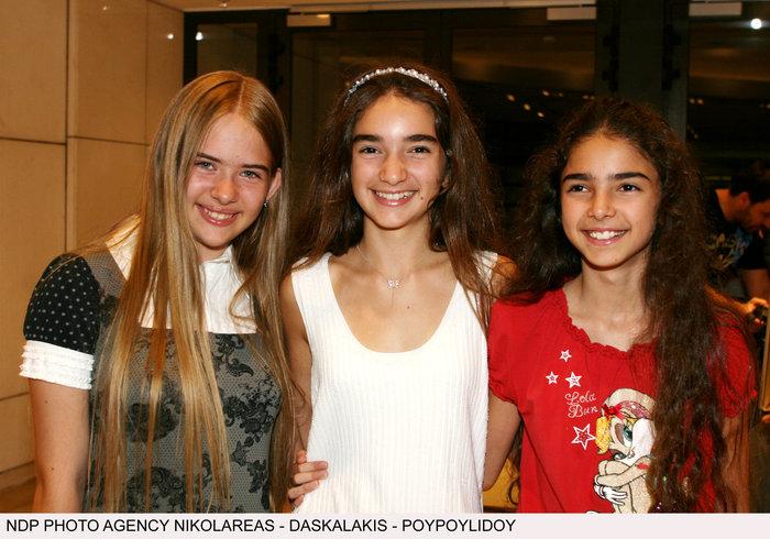 Η Ιφιγένεια Τζιόλα (δεξιά) την εποχή που πρωταγωνιστούσε στο σίραλ, μαζί με τις άλλες δυο μικρές πρωταγωνίστριες