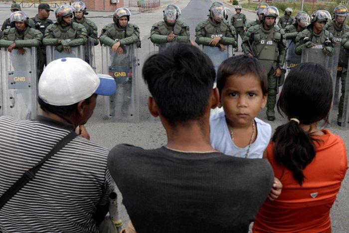 Βενεζουέλα: Δύο νεκροί και δεκαπέντε τραυματίες στα σύνορα με Βραζιλία - εικόνα 4