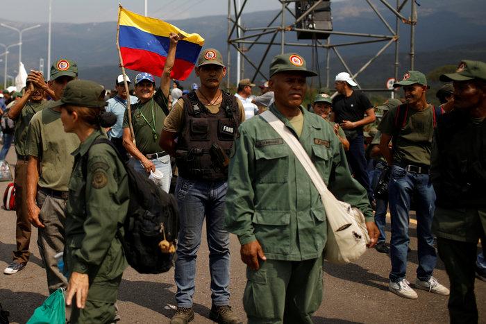 Χάος στη Βενεζουέλα, έκλεισαν τα σύνορα με την Κολομβία - εικόνα 2