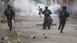 Δακρυγόνα από το στρατό της Βενεζουέλας στα σύνορα με Κολομβία
