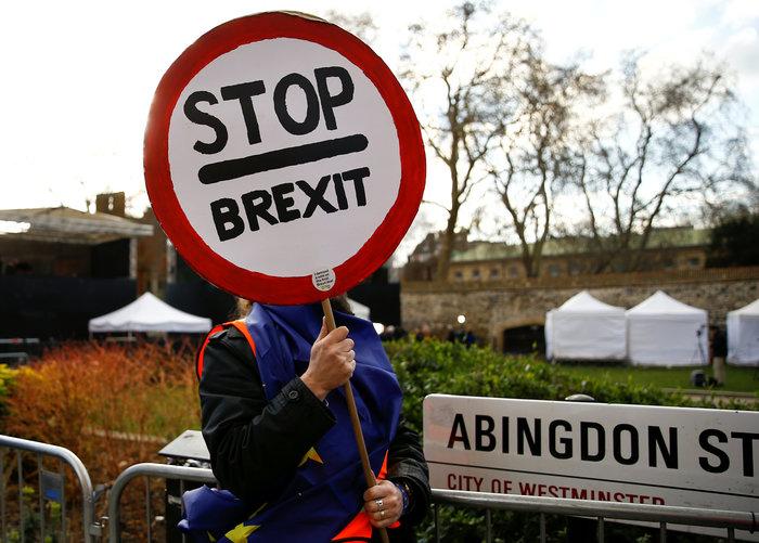 Guardian: Πιθανή αναβολή του Brexit έως το 2021
