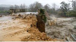 Κρήτη: Κόπηκαν στα δύο τα Χανιά-Κατέρρευσαν τρεις γέφυρες