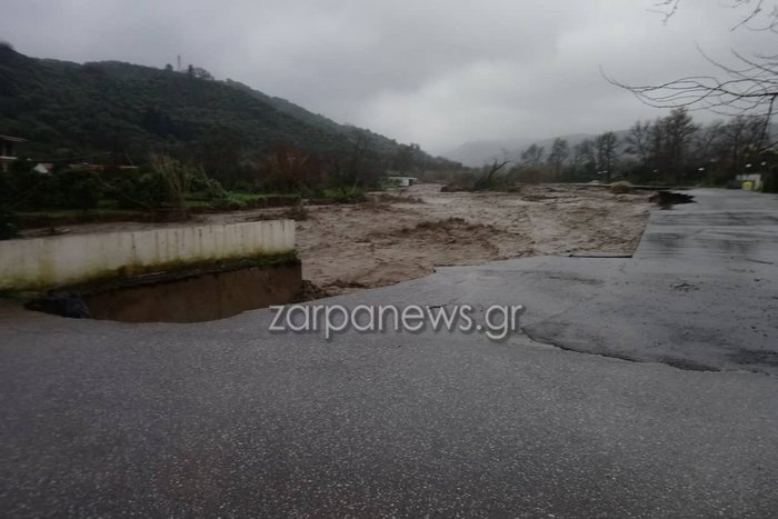 Κρήτη: Κόπηκαν στα δύο τα Χανιά-Κατέρρευσαν τρεις γέφυρες - εικόνα 4