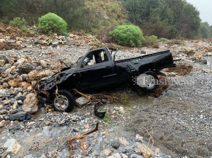 Κρήτη: Στήνει γέφυρες ο στρατός - Αποκλεισμένοι οικισμοί - εικόνα 2