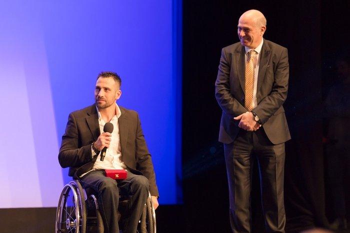 Ο παραολυμπιονίκης Πάνος Τριανταφύλλου με τον Αντιπρόεδρο Α' ΟΠΑΠ, Σπύρο Φωκά