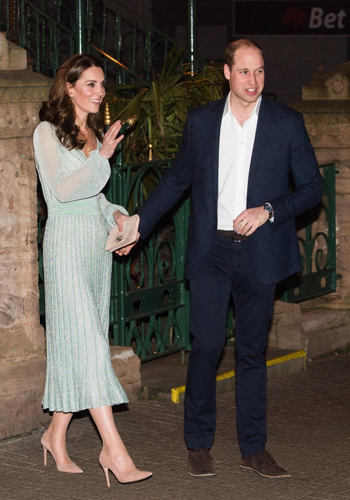 Έλαμψε η Κέιτ Μίντλετον με μεταλλιζέ ημιδιάφανο φόρεμα Missoni! (εικόνες)