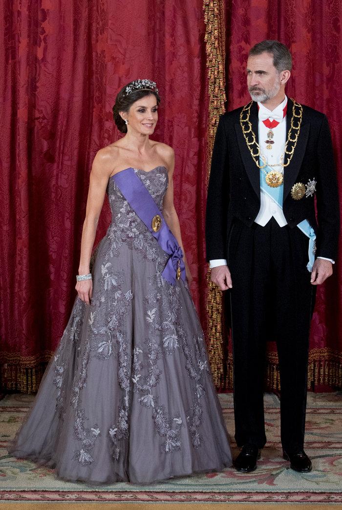 Η βασίλισσα Λετίσια με απίθανο οσκαρικό λουκ μέσα στο παλάτι [Εικόνες] - εικόνα 5
