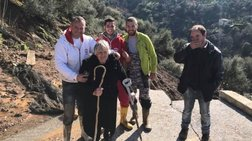 H διάσωση της ηλικιωμένης από αποκλεισμένο χωριό στην Κρήτη (Εικόνες)