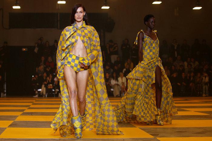 H Κάρλι Κλος, οι αδελφές Χαντίντ και το κομψό streetwear του Αμπλό - εικόνα 3