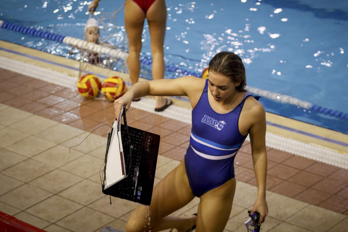 Εικόνες σοκ στον αγώνα πόλο γυναικών Ολυμπιακός - Γλυφάδα-Εισβολή με ρόπαλα
