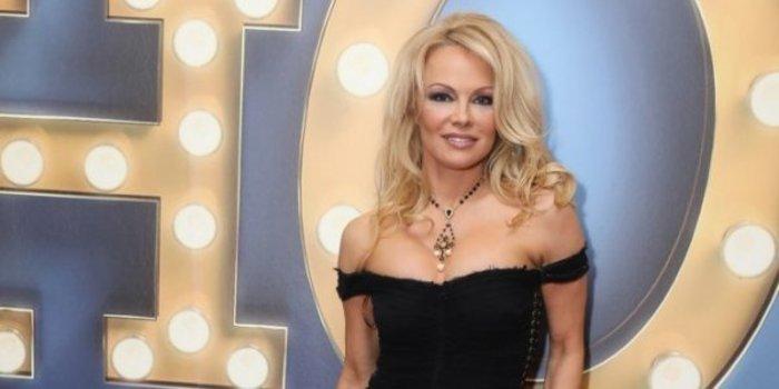 Η Πάμελα αποκάλυψε τo απίστευτο παρασκήνιο των γυμνών στο Playboy