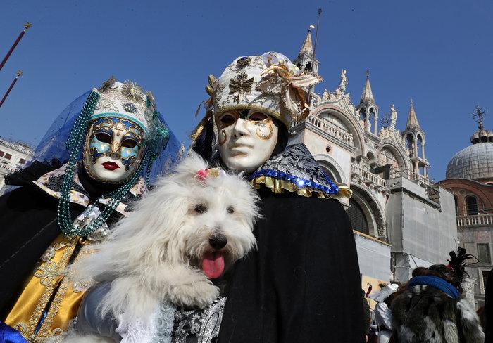 Βενετία: Απίθανες εικόνες από το πιο ατμοσφαιρικό καρναβάλι στον κόσμο - εικόνα 2