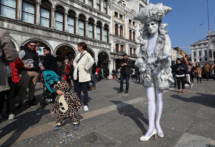 Βενετία: Απίθανες εικόνες από το πιο ατμοσφαιρικό καρναβάλι στον κόσμο - εικόνα 3