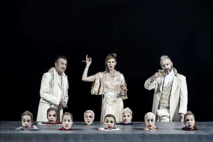 Η Εβελίνα Παπούλια αγνώριστη παίζει Βίκτωρ Ουγκώ στο Εθνικό Θέατρο