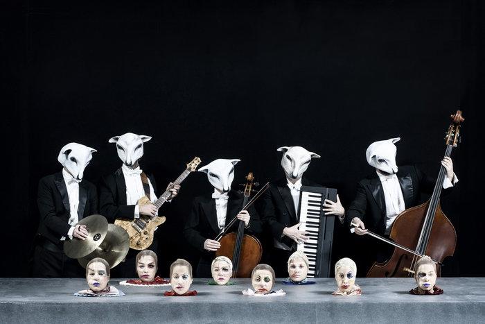 Η Εβελίνα Παπούλια αγνώριστη παίζει Βίκτωρ Ουγκώ στο Εθνικό Θέατρο - εικόνα 2