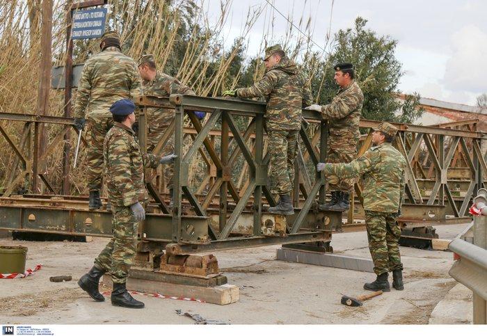 Τοποθετήθηκαν οι δύο στρατιωτικές γέφυρες στα Χανιά - εικόνα 2
